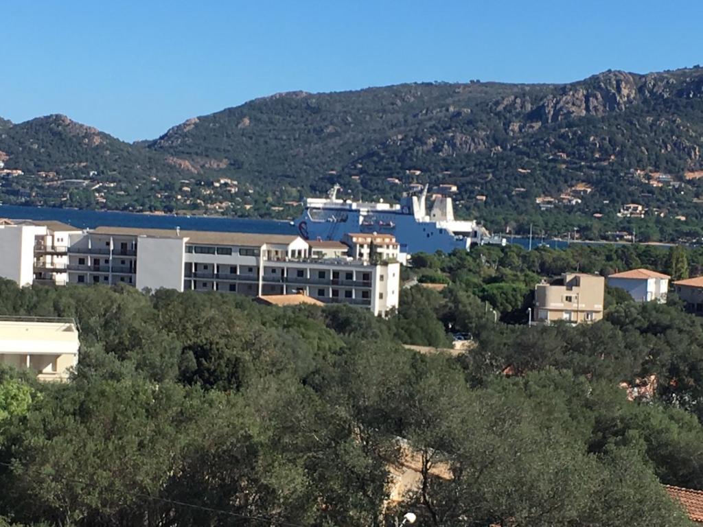 Appartement horizon bleu porto vecchio france for Appart hotel porto vecchio