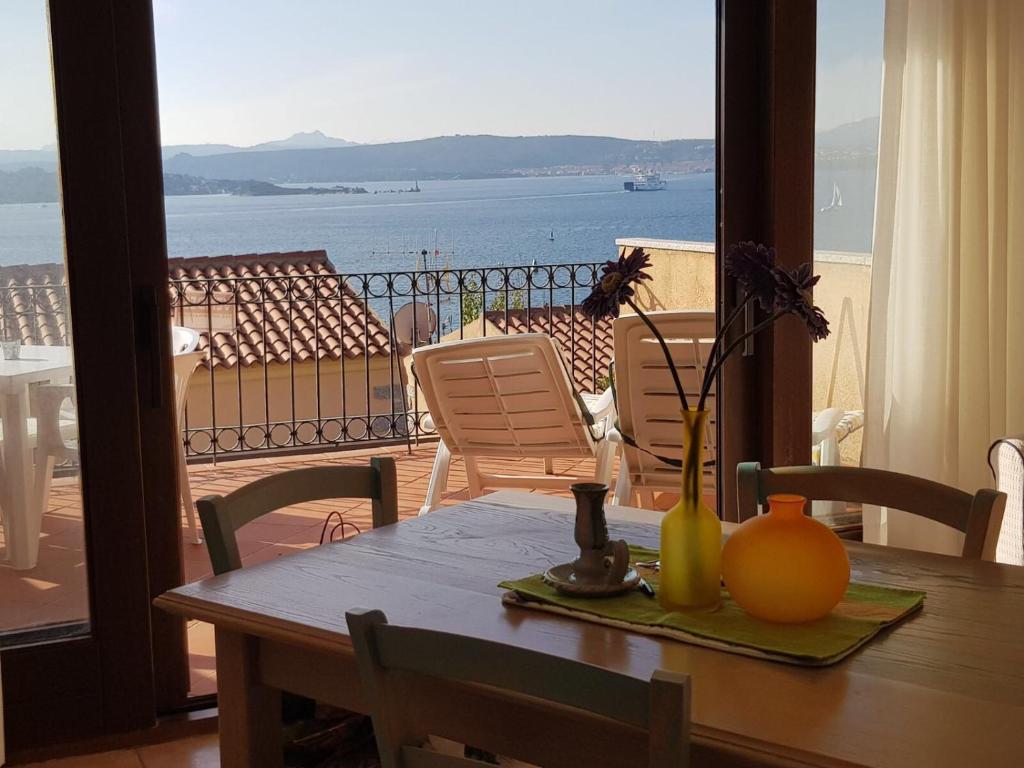Tavolo Da Lavoro Weber : Apartment residence weber la maddalena u prezzi aggiornati per