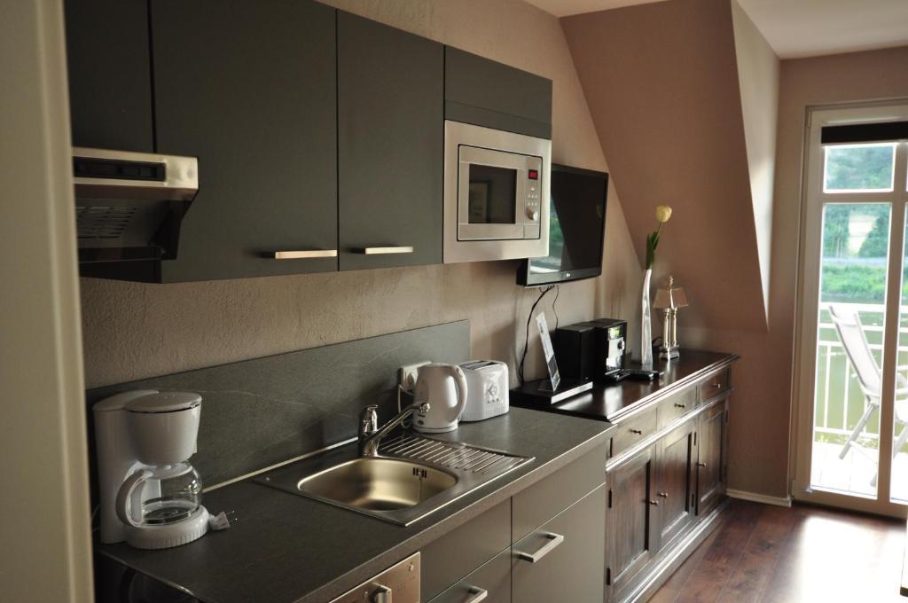 A kitchen or kitchenette at Apartments / Ferienwohnungen Moseluferstrasse
