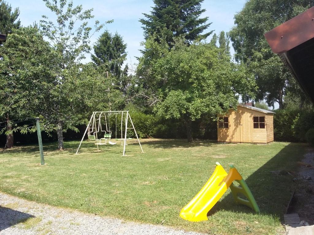 Aire de jeux pour enfants de l'établissement Au petit chalet Normand