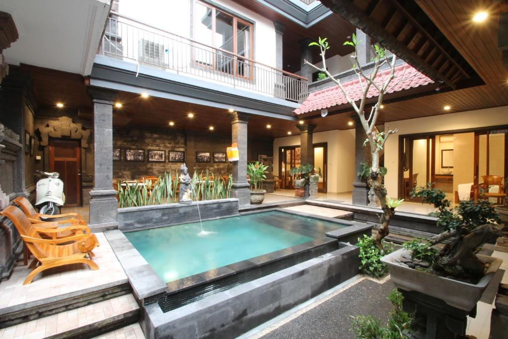 Piscine de l'établissement Yuni's House ou située à proximité