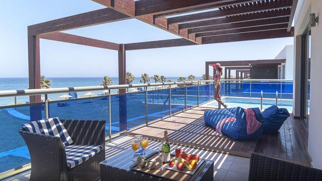 Bassenget på eller i nærheten av All Senses Nautica Blue Exclusive Resort & Spa