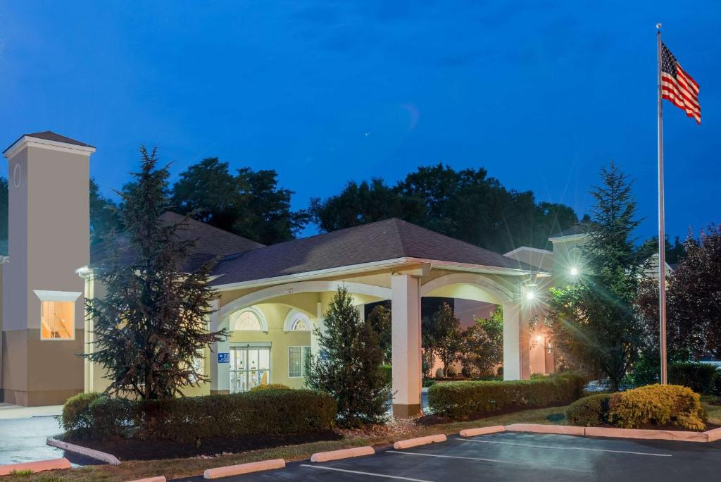 Hotel Days Suites Cherry Hill  Nj