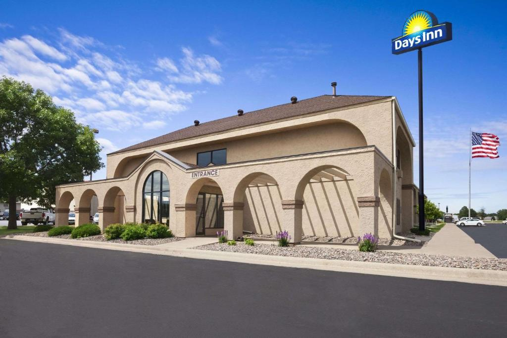 Days inn austin mn for Days inn and suites garden grove