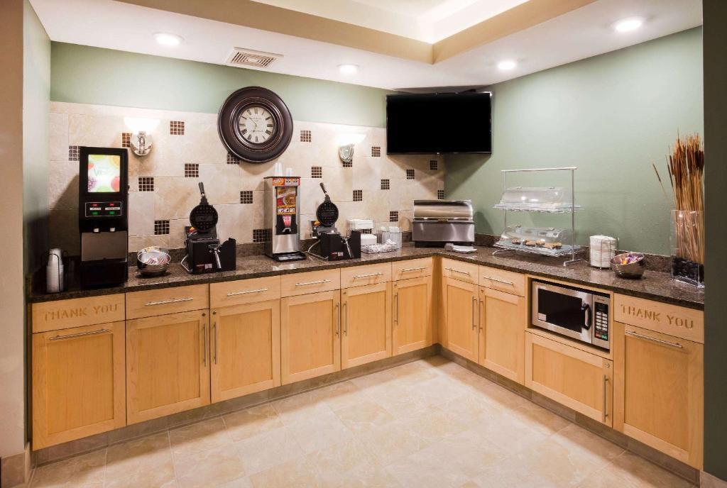 A kitchen or kitchenette at AmericInn by Wyndham DeWitt