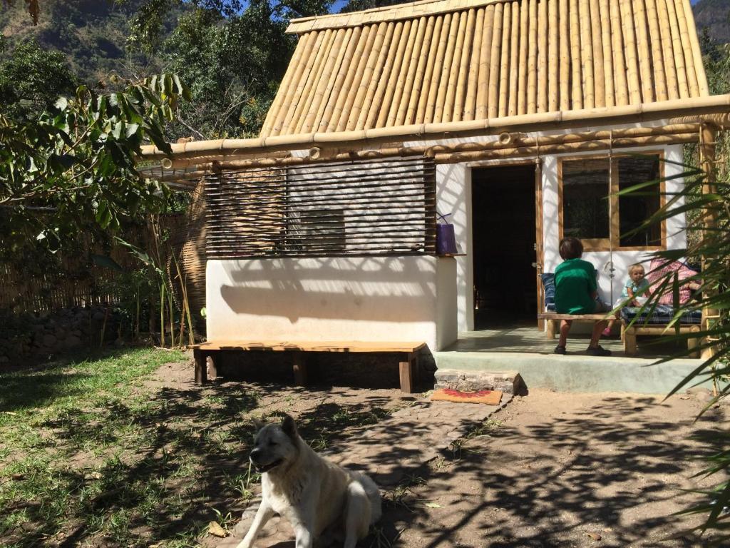 Tatil evi casita de bamb tzununa lago atitlan solola for Cabine del lago casitas