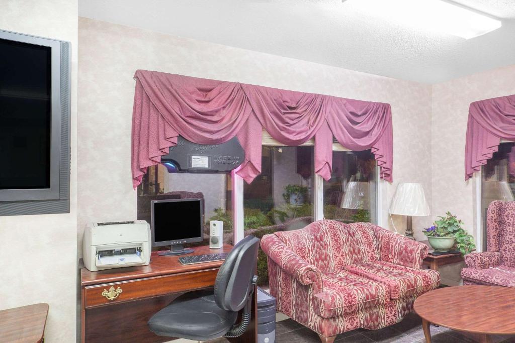 Hotel Super 8 Priceville, Decatur, AL - Booking.com