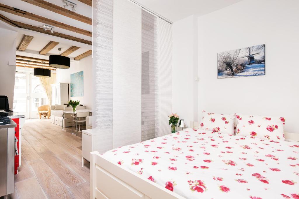 Łóżko lub łóżka w pokoju w obiekcie GH Amsterdam