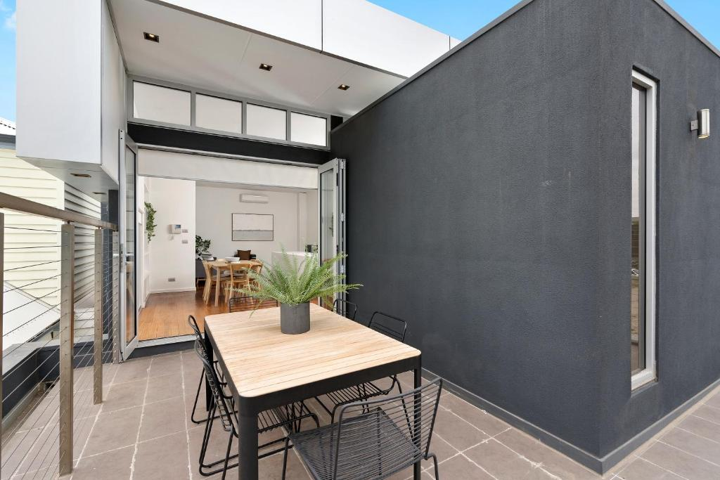 Vacation Home Cogens Two Bedroom Townhouse Geelong Australia