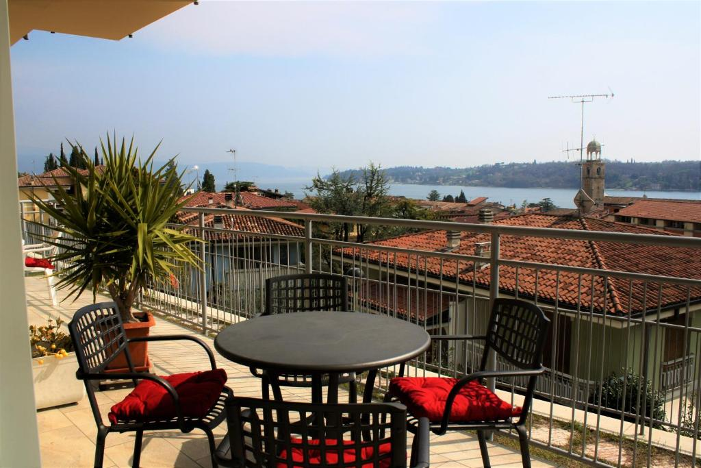Apartment La terrazza di Martina, Salò, Italy - Booking.com