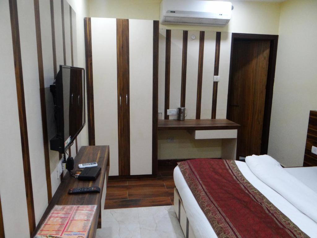 Hotel H.K.J Palace, Varanasi, India - Booking.com