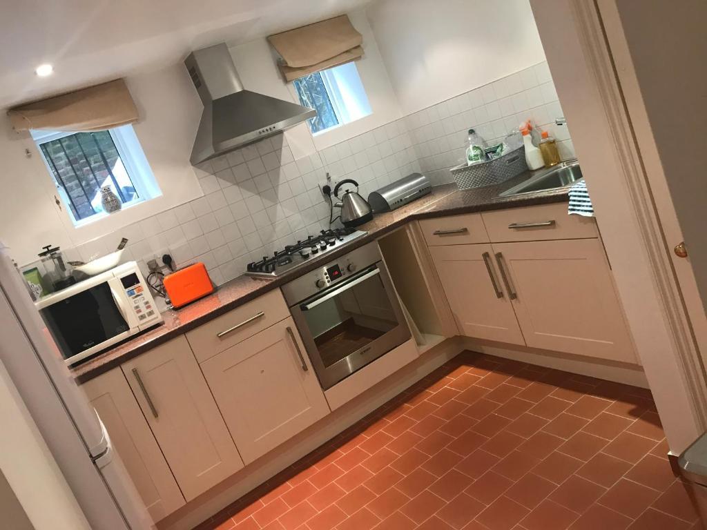 Garden Apartment Top Location Surbiton, Surbiton – Updated 2018 Prices