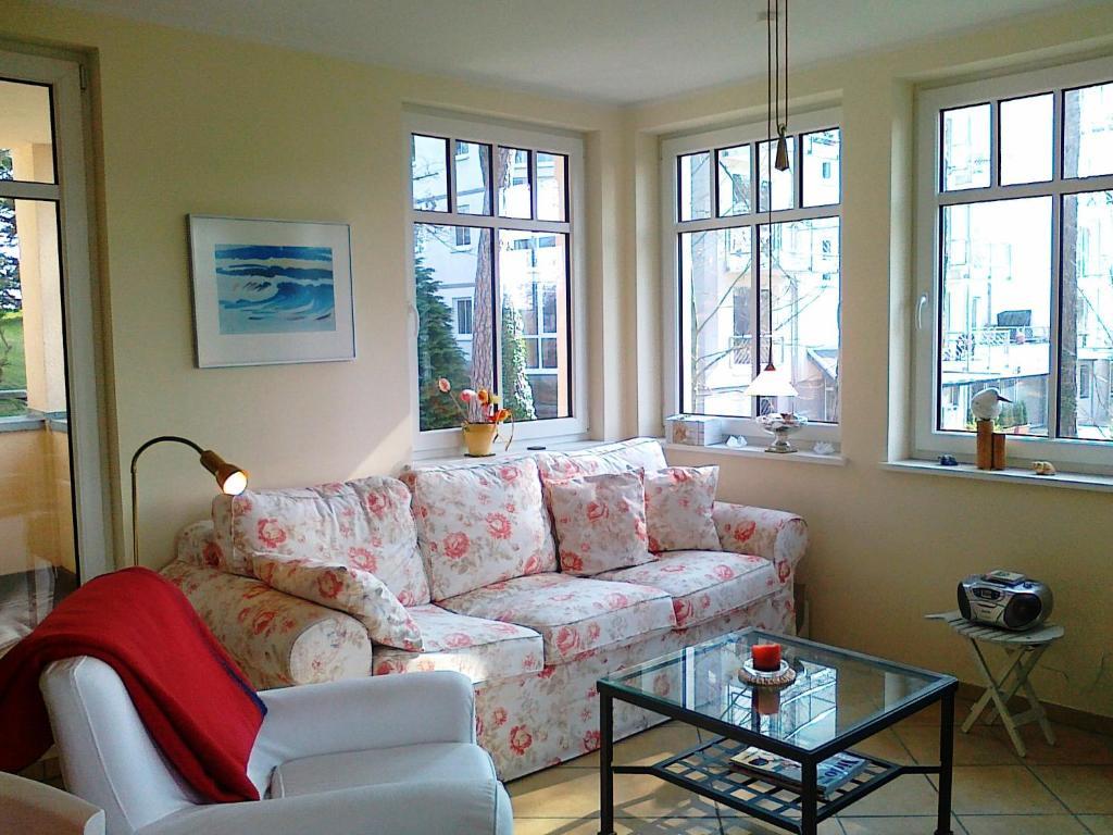 neue villa ernst ferienwohnung 3 bansin germany. Black Bedroom Furniture Sets. Home Design Ideas