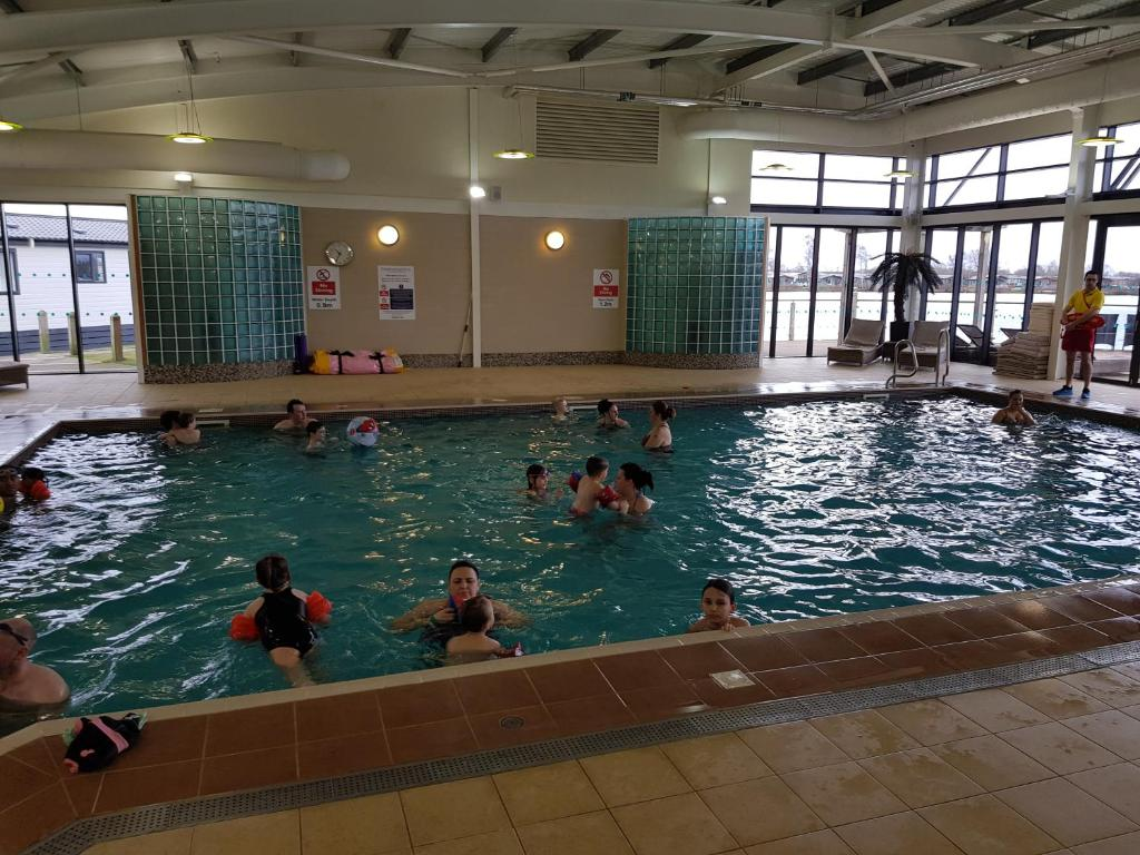 Hot tub hols at kingfisher court tattershall updated 2019 prices for Kingfisher swimming pool prices