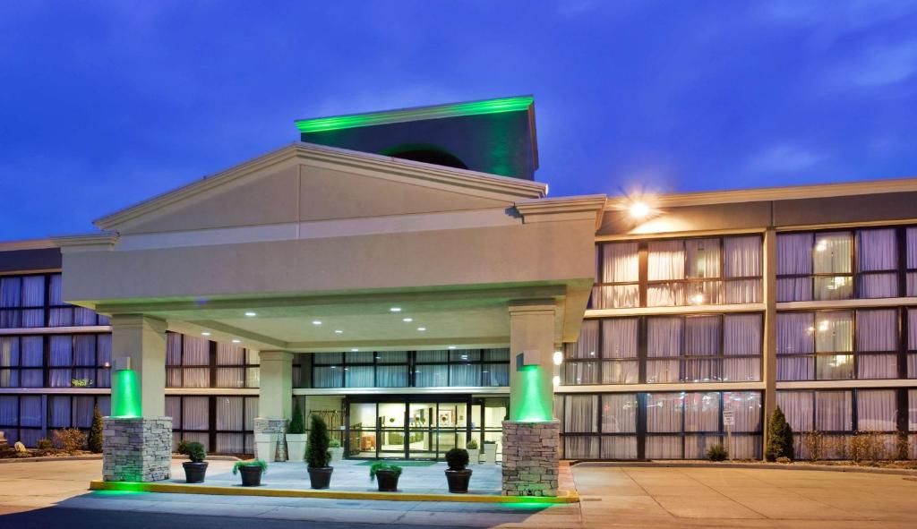 Surestay Plus Hotel By Best Western Kansas City Northeast Reserve Now Gallery Image Of This Property