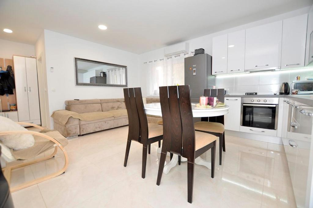 5c9a07559987d Apartments Valentino, Gradac, Croatia - Booking.com