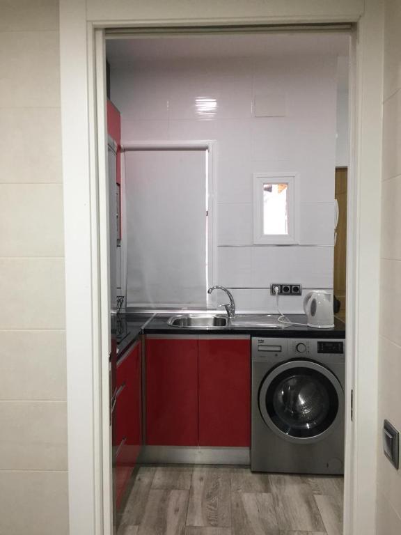 Apartment Low Cost Studio in Lavapies, Madrid, Spain - Booking.com