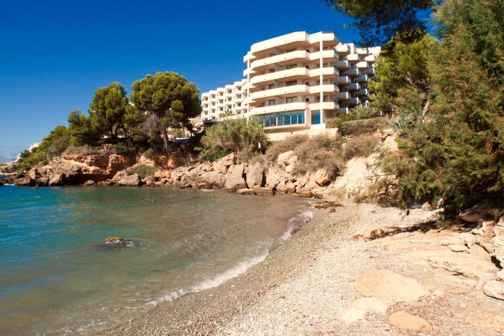 Aparthotel trh jard n del mar santa ponsa spain for Jardines mallorca