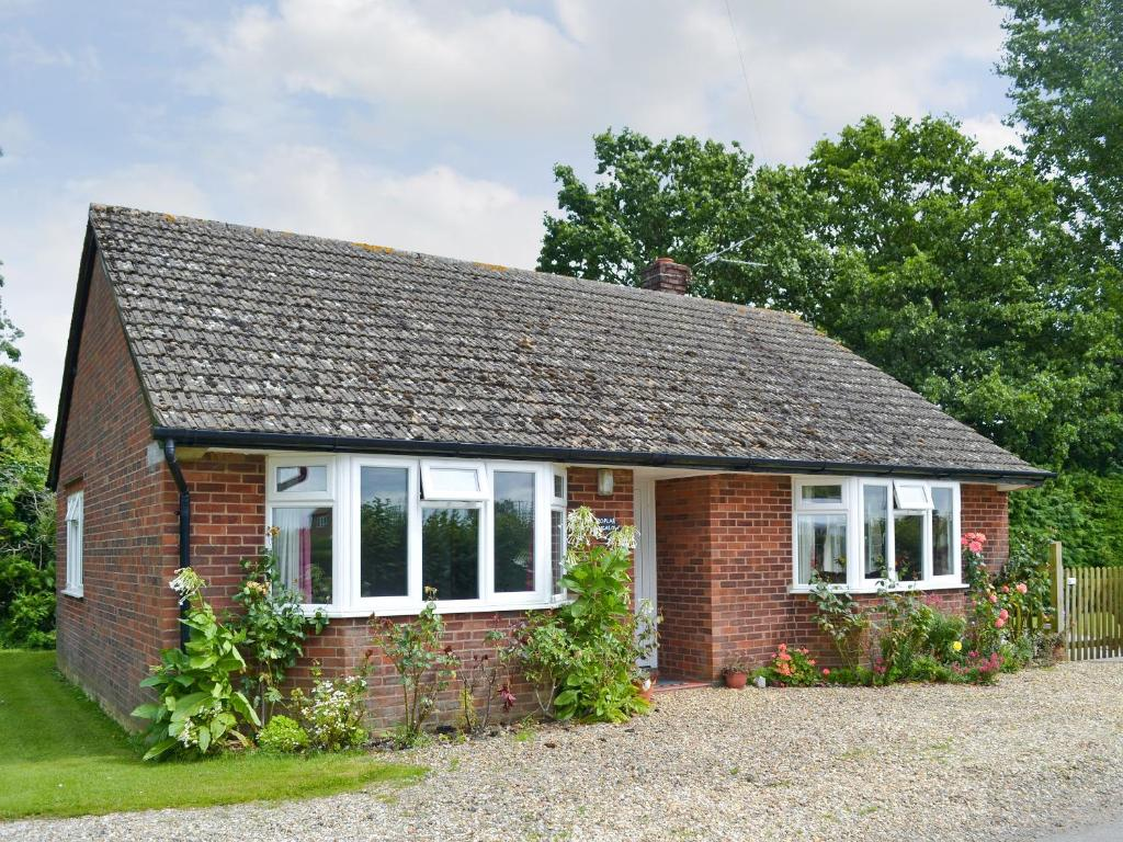 Poplar bungalow lyng updated 2019 prices - What is a bungalow ...