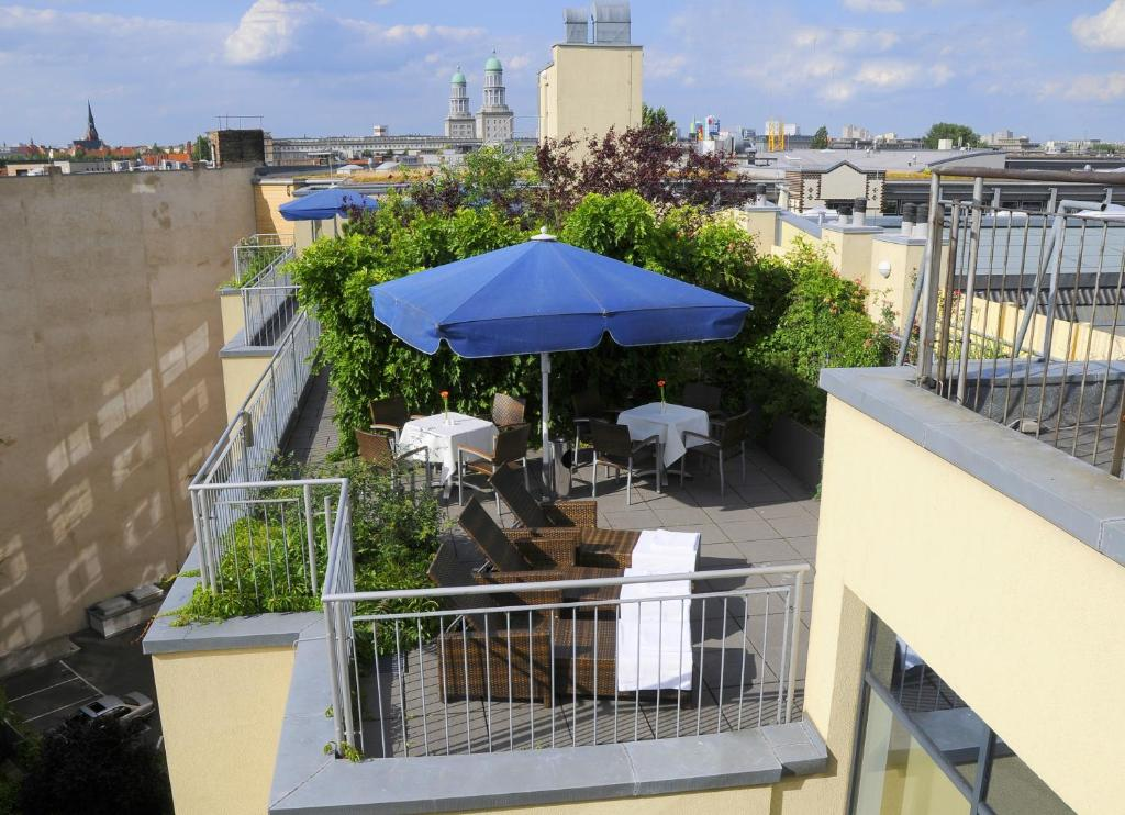 A balcony or terrace at Upstalsboom Hotel Friedrichshain