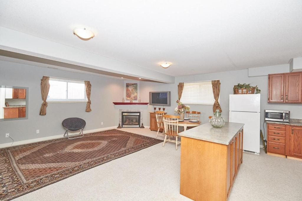 Vacation Home Modern Family Retreat, Niagara Falls, Canada - Booking.com