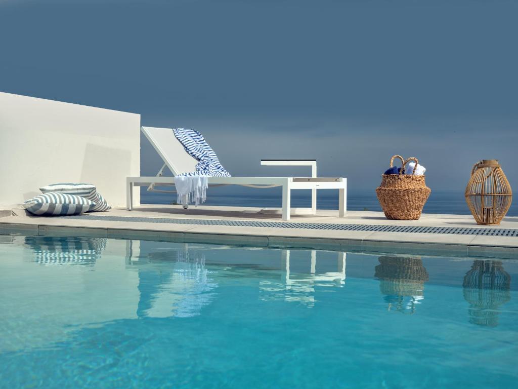 Der Swimmingpool an oder in der Nähe von Hotel St.John Suites Adults Only