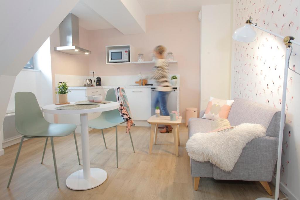 A kitchen or kitchenette at Dormir en ville - Centre Concarneau