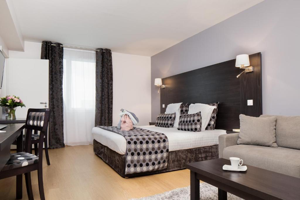Condo hotel seven urban suites nantes france booking gallery image of this property solutioingenieria Choice Image