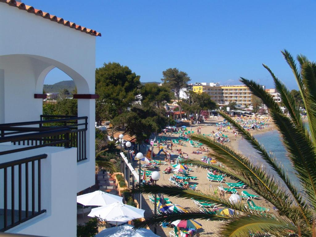 Apartamentos playa es cana es cana updated 2018 prices - Apartamentos sofia playa ibiza ...