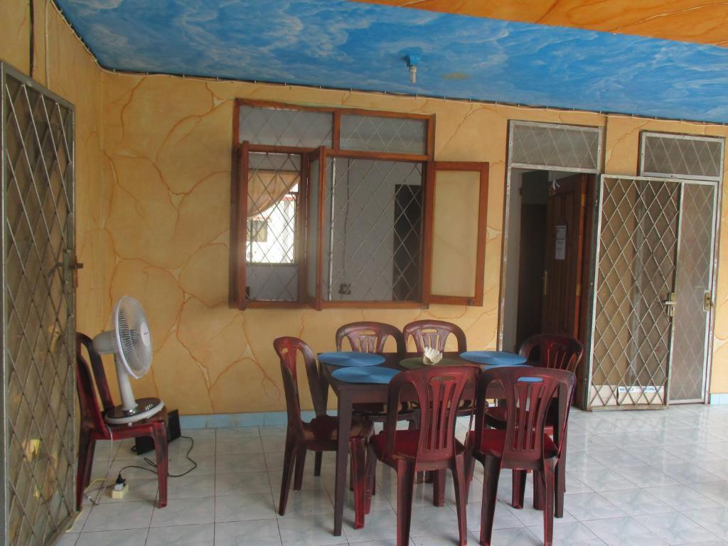 Aeroporto Dili : Hostel dili central backpackers timor leste dili booking.com