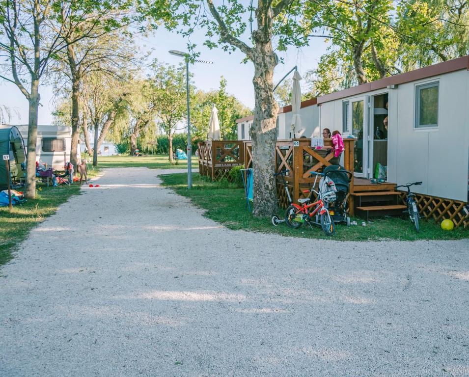 Mobilheim Mieten Ungarn : Badacsony camping ungarn badacsonytomaj booking