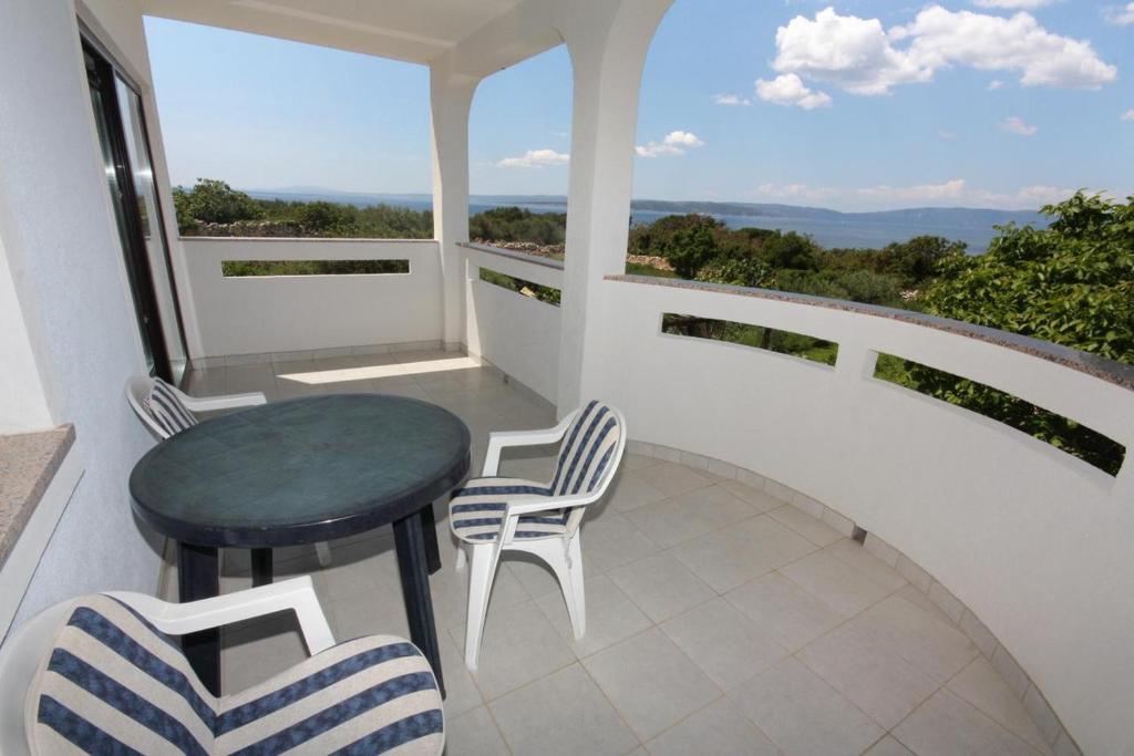A balcony or terrace at Studio Punat 5373a