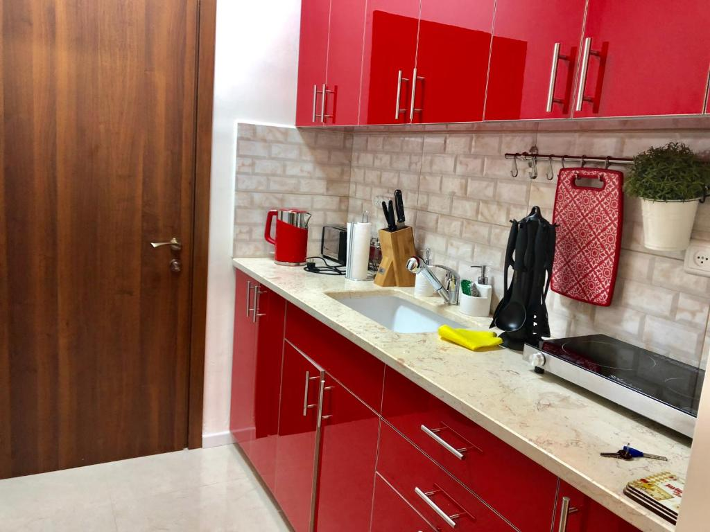A Kitchen Or Kitchenette At 2 Bedrooms Apartment Marcheliz In Bat Yam