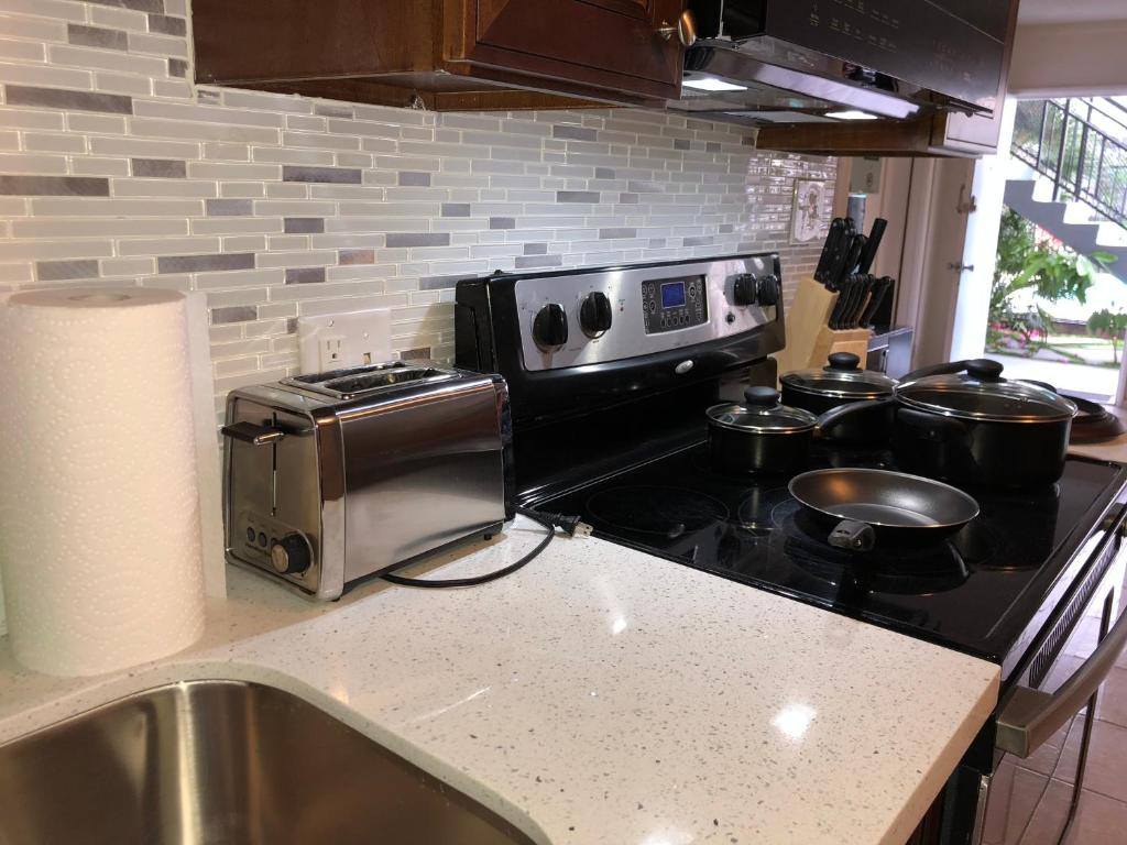 2 Bedroom Apartment Near Strip And Convention Center Las Vegas Nv