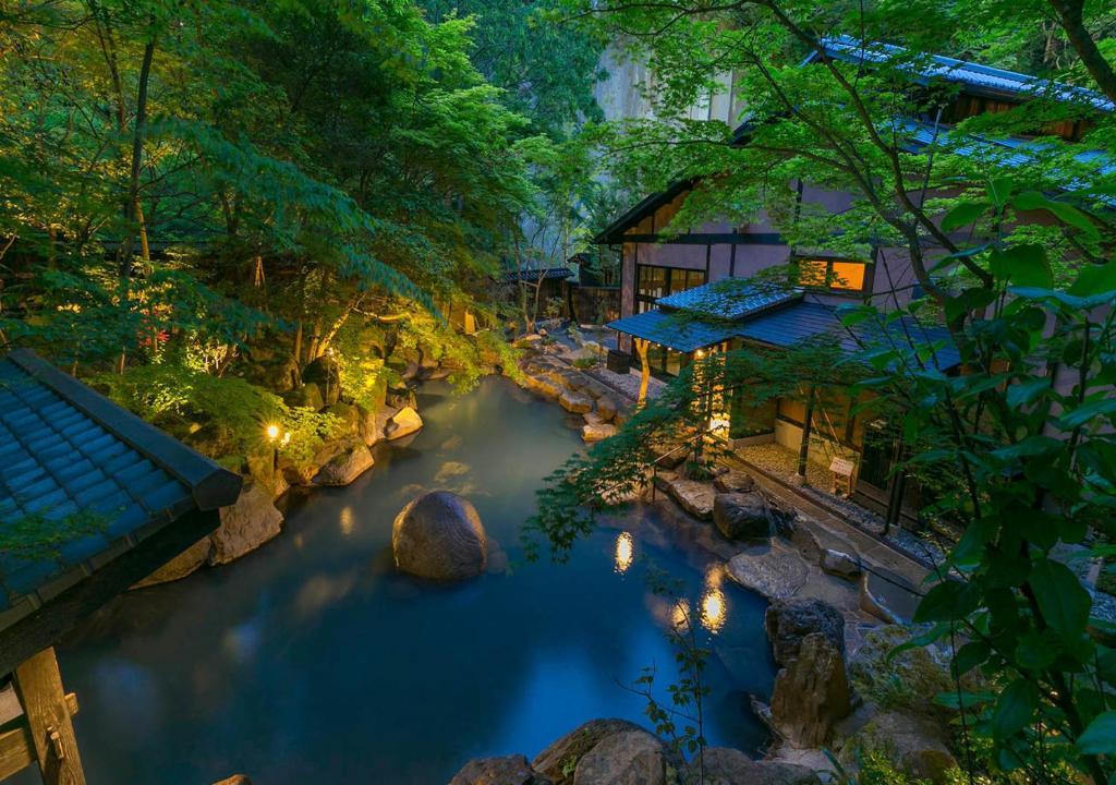 ポイント3.絶景のびょうぶ岩を望む露天風呂