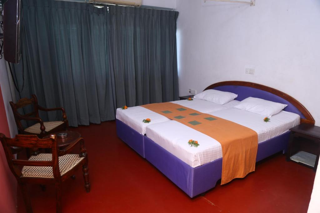 sims-topless-srilankan-hotel-room-xxx-latinas