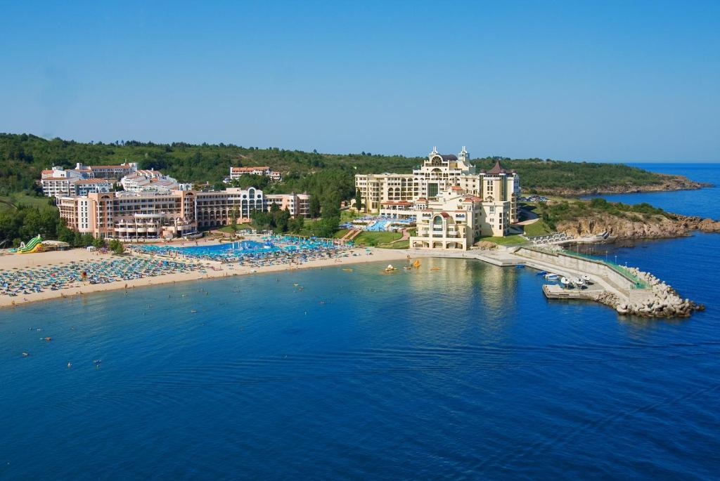 Болгария! Замечательный отель 4* для любителей спокойного отдыха!