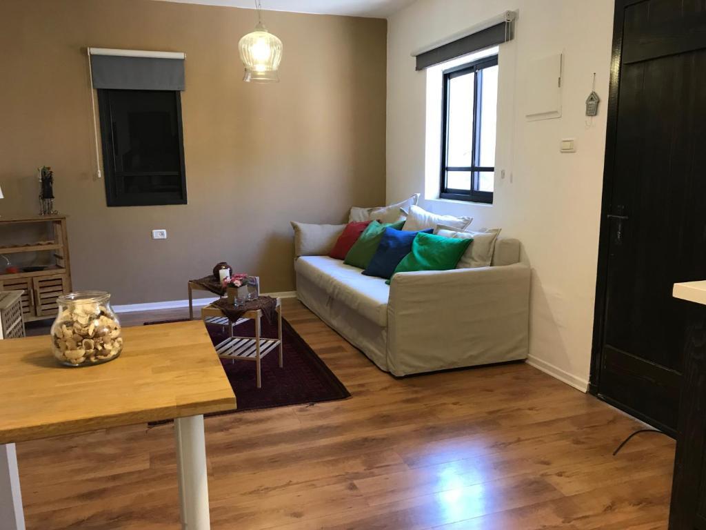 Apartment Zimmer Bechor, Yavne'el, Israel - Booking.com