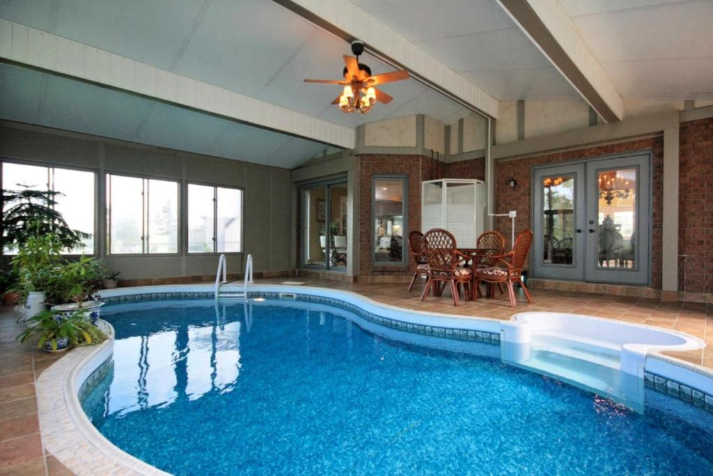 Vacation Home Estate Home With Indoor Swimming Pool Ottawa Canada