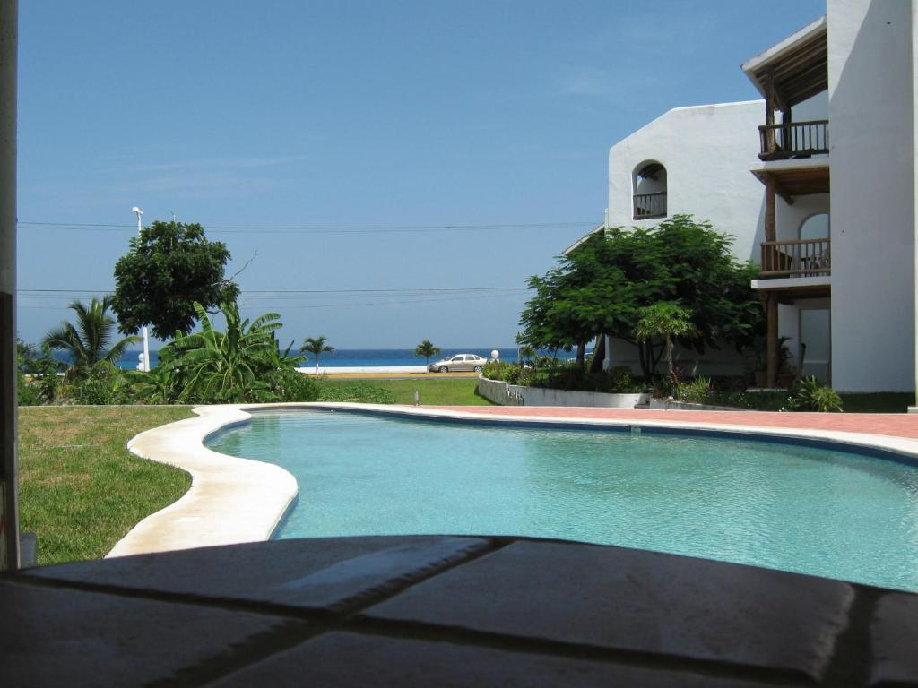 The swimming pool at or near Villas Mayaluum