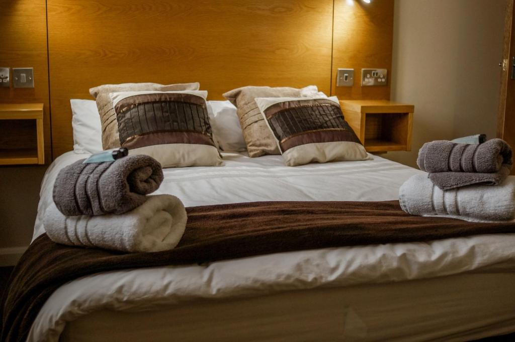 A bed or beds in a room at County Hall Apartment Hotel