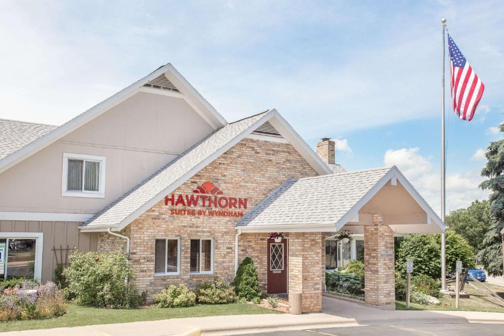 hotel hawthorn suites green bay wi. Black Bedroom Furniture Sets. Home Design Ideas