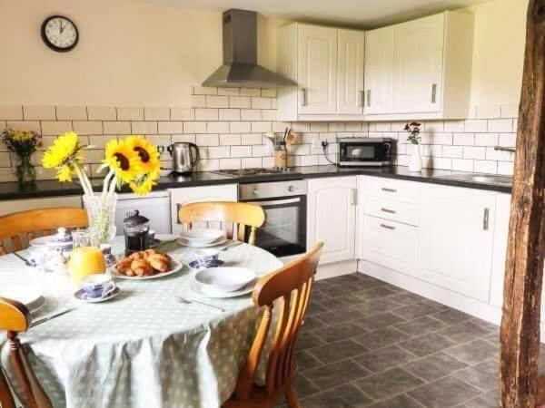 A kitchen or kitchenette at Raven cottage at Cwm Chwefru Cottages