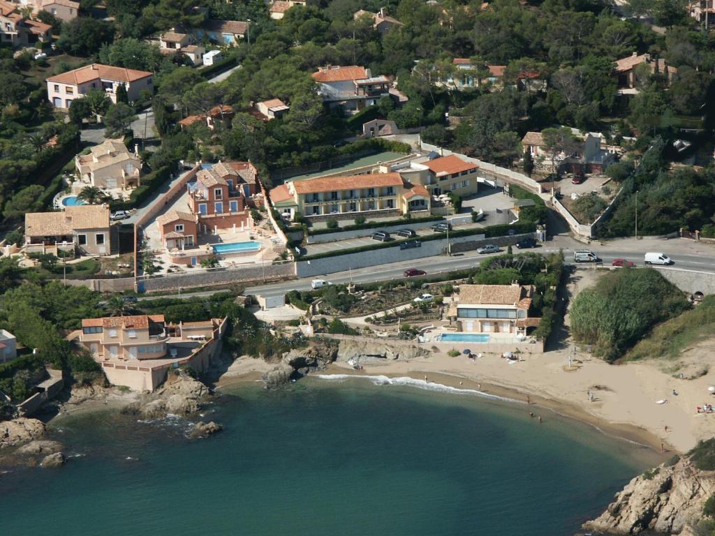 Hotel cap riviera saint aygulf france for Site de reservation hotel francais