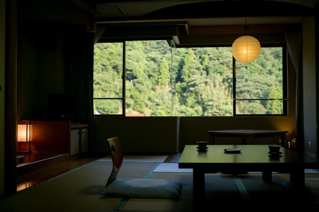 ポイント1.山の景色が美しい!安らぎの和室