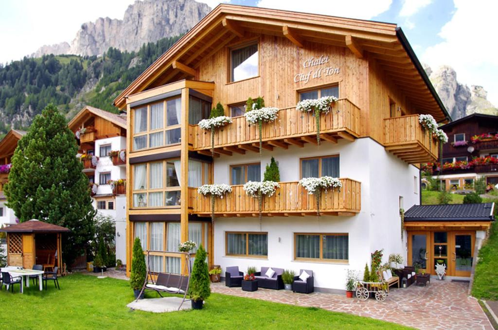Nearby hotel : Apartments Chalet Ciufdlton