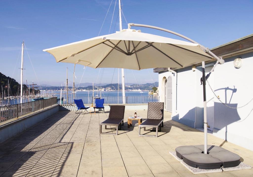 Apartment Terrazza Bello, Le Grazie, Italy - Booking.com