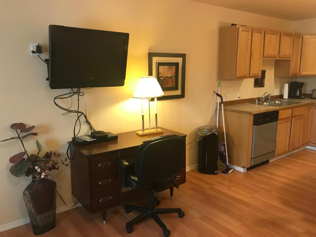 ATHENIAN VILLAGE, Anchorage, AK - Booking.com