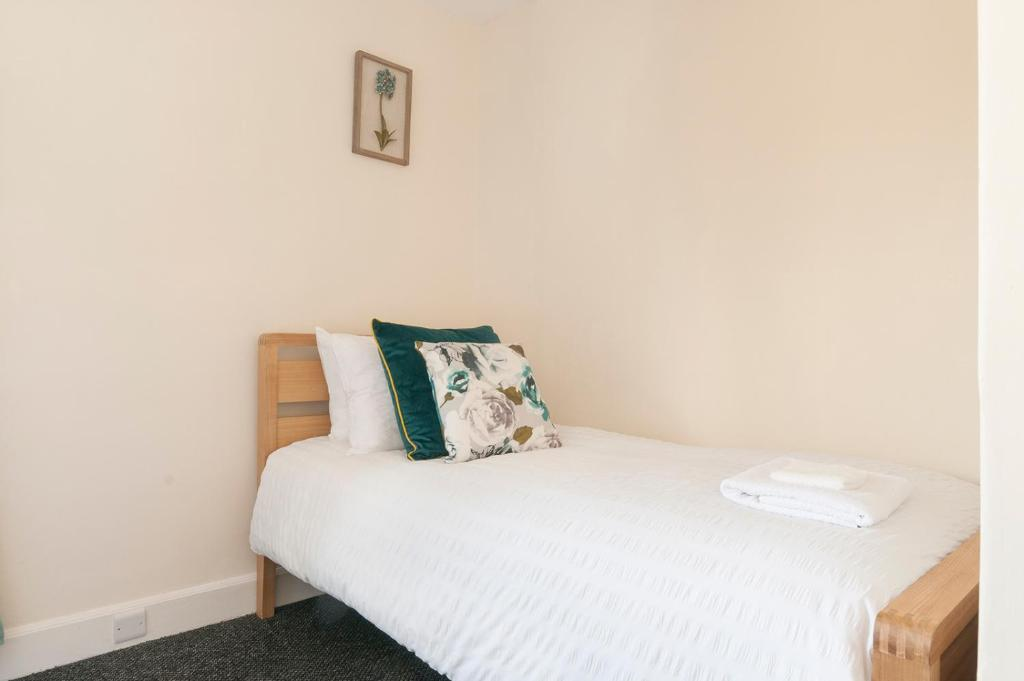 3 Bed House Near City Centre Free Parking And Garden Edinburgh