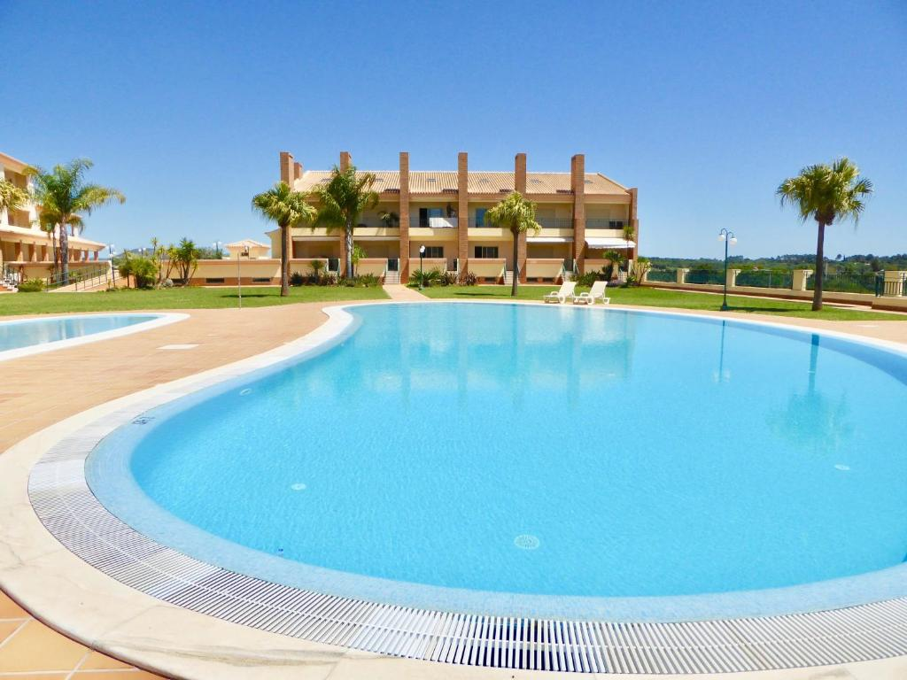 vilamoura single personals In vilamoura you could look at dom pedro portobello hotel it has spacious apartments and seaview it has spacious apartments and seaview it's a few minutes walk from the marina and about 1-2 min from the beach.